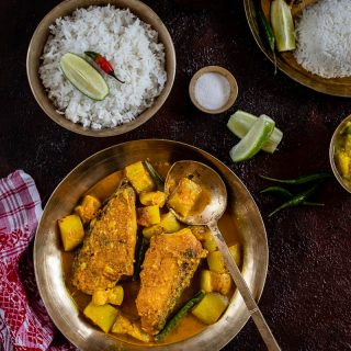 Masor Bilahi Tenga (Fish Curry with Tomatoes, Assamese Style)